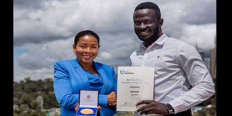 Photo de Technologie : Il conçoit un test du paludisme sans prise de sang