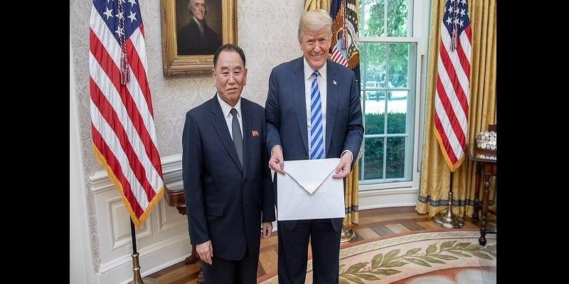 Photo de Etats-Unis: Donald Trump reçoit une lettre étrange de Kim Jong-Un (vidéo)