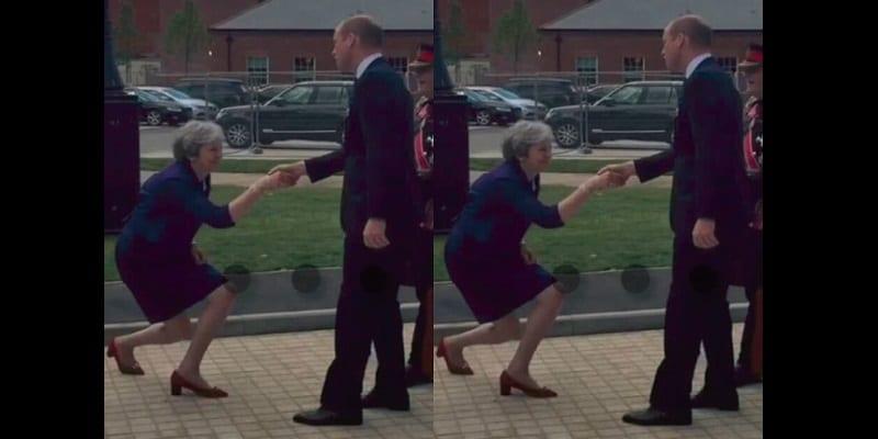 Photo de Royaume-Uni: Theresa May fortement critiquée pour son geste de politesse envers le Prince William (photos)