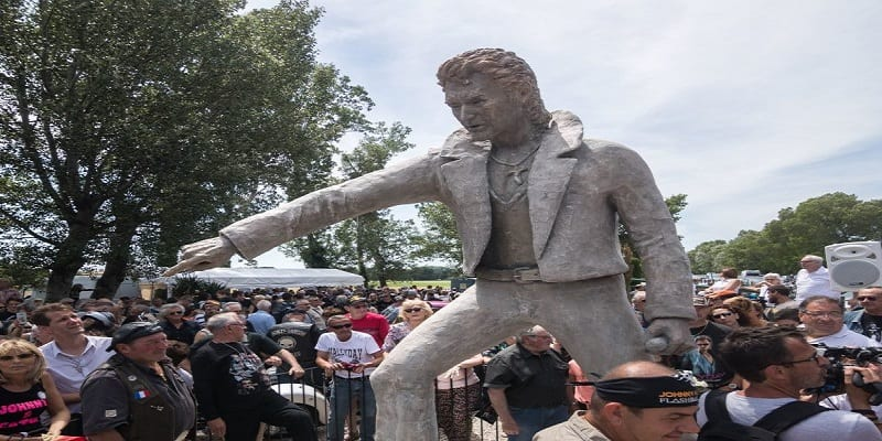 Photo de Une statue de Johnny Hallyday déçoit les fans du rocker