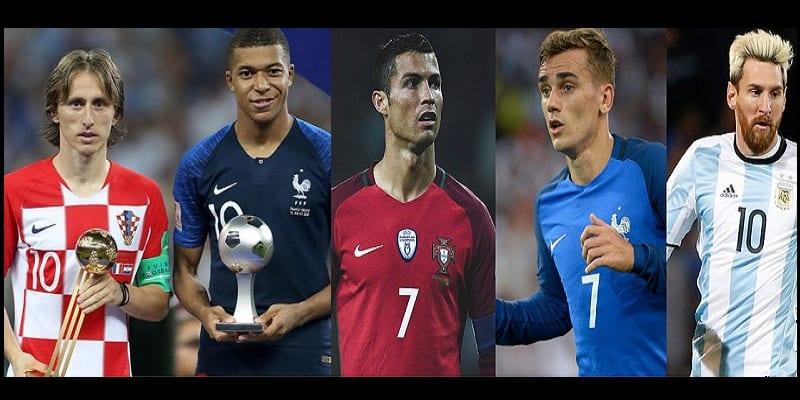 Photo de Modric, Mbappé, Ronaldo, Griezmann, Messi, Découvrez le futur ballon d'Or