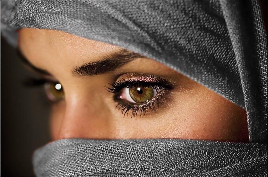 Photo de Une jeune afghane abandonne l'Islam pour devenir une actrice porno