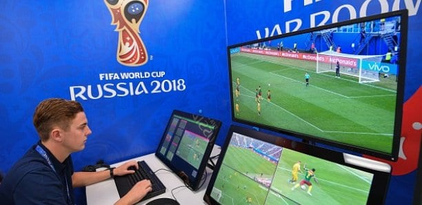 Photo de Football: Affirmant avoir inventé le VAR, il réclame 86 millions d'Euros à la FIFA