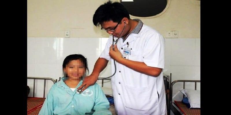 Photo de Vietnam: Le mystère d'une fille de 11 ans qui transpire du sang (photo)