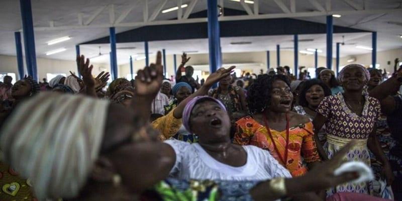 Photo de France: Bagarre dans une Église lors d'une prière pour Ali Bongo(Vidéo)