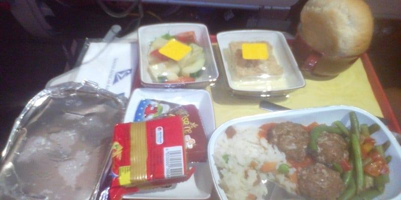 Photo de Un pilote d'avion livre des secrets sur les repas pendant les vols