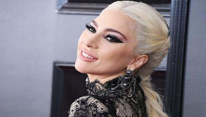 Photo de Cérémonie des Golden Globes: Lady Gaga porte 5 millions de dollars de bijoux-Photos