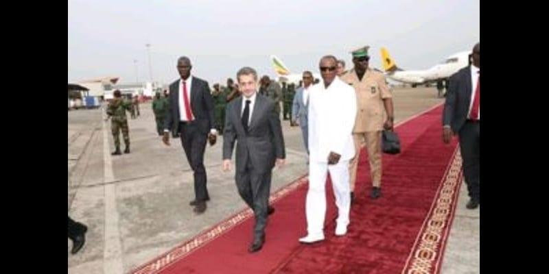 Photo de Guinée: Le président Condé déroule le tapis rouge à Sarkozy. La toile s'enflamme!