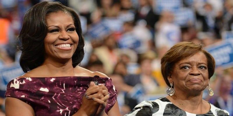 Photo de Michelle Obama partage un texto hilarant entre sa mère et elle-VIDEO