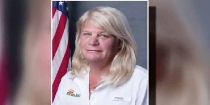 """Photo de USA : Une politicienne démissionne pour avoir """"léché le visage des hommes"""""""