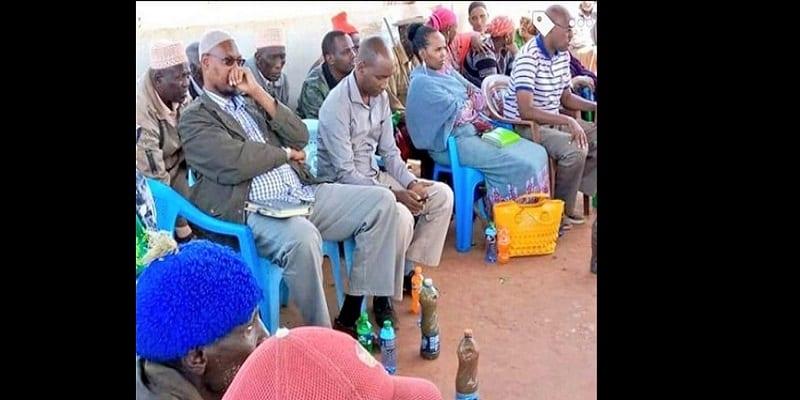 Photo de Kenya: des villageois servent de l'eau sale à des politiciens lors d'une visite