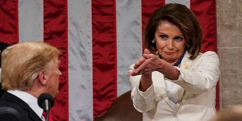Photo de USA: Une dame explique sa façon particulière d'applaudir devant Donald Trump