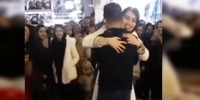 Photo de IRAN: Un couple arrêté pour une demande en mariage en public