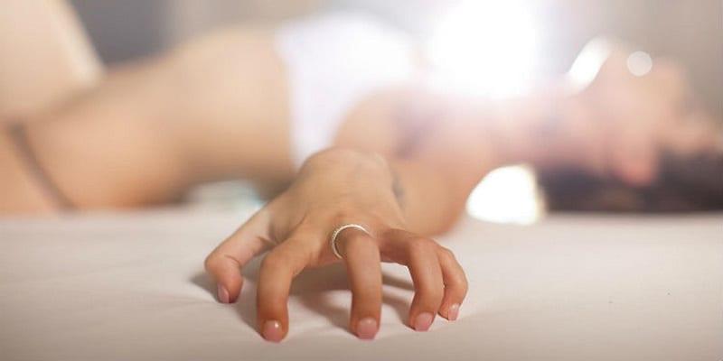 Photo de Angleterre: une femme fait un AVC en atteignant l'orgasme