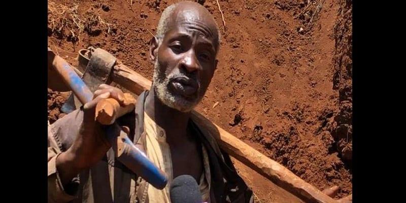 Photo de Kenya : Il creuse une route à mains nues pour les villageois (photos)