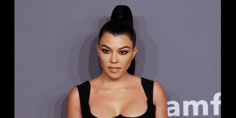 Photo de Kourtney Kardashian: Pour ses 40 ans, elle dévoile son corps nu en gâteau d'anniversaire (vidéo)
