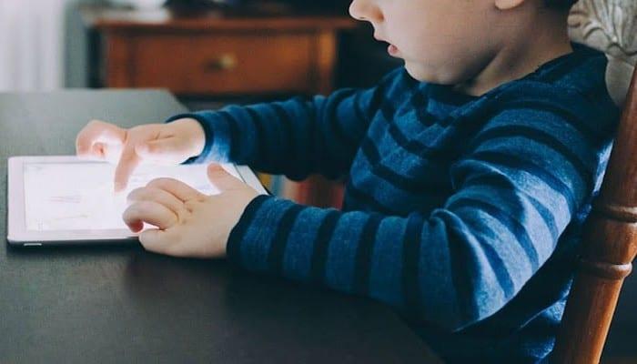 Photo de Un enfant de 3 ans bloque l'iPad de son père pour 48 ans