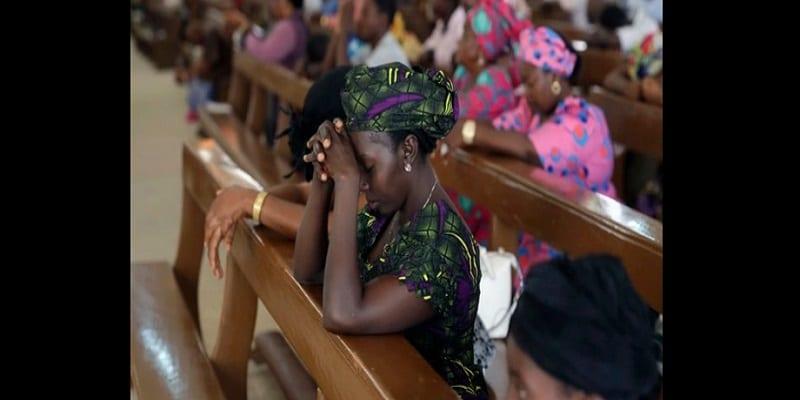 Photo de Nigeria: Une femme se déshabille dans une église et urine sur l'autel