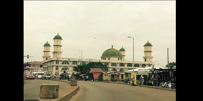 Photo de Ghana: Une femme dirige les prières dans une mosquée de Tamale