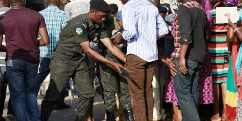 Photo de Nigeria: les citoyens ont le droit de fouiller les policiers dans certains cas