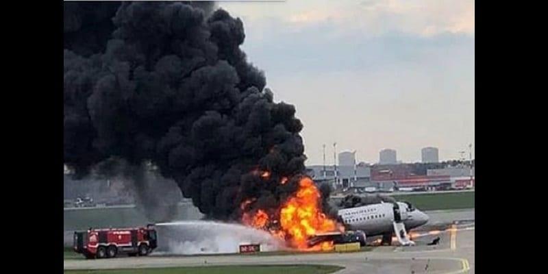 Photo de Russie : Plusieurs morts dans l'atterrissage d'urgence d'un avion en feu