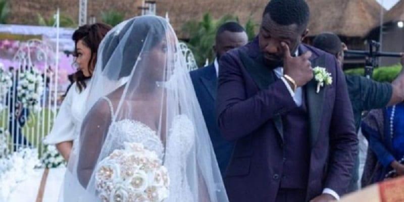 Photo de John Dumelo accusé d'avoir simulé des larmes lors de son mariage religieux