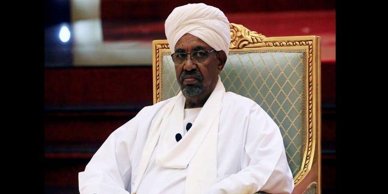 Photo de Soudan : L'ancien président El Bechir et son cabinet transportés en prison comme des vaches (vidéo)