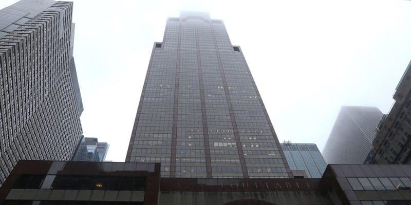 Photo de Etats-Unis: Un hélicoptère heurte un gratte-ciel à New-York (Vidéo)