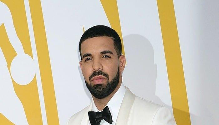 """Photo de Drake: le chanteur accusé """"d'agression sexuelle et de fétichisme"""""""