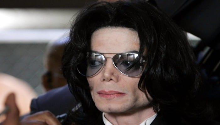 Photo de Révélation: Michael Jackson n'a pas été enterré, ses enfants «portent ses cendres autour du cou»