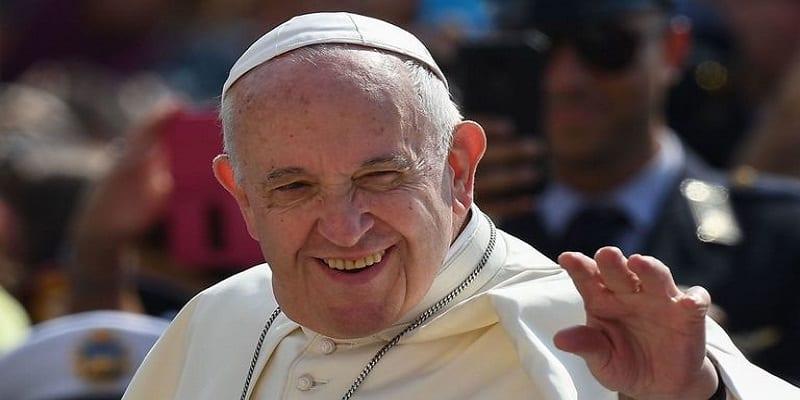 """Photo de Le pape François approuve les modifications aux paroles de la prière """"notre père"""""""