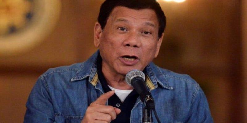 """Photo de Philippines: le président prétend qu'il était gay, et révèle comment il est redevenu """"un homme"""""""