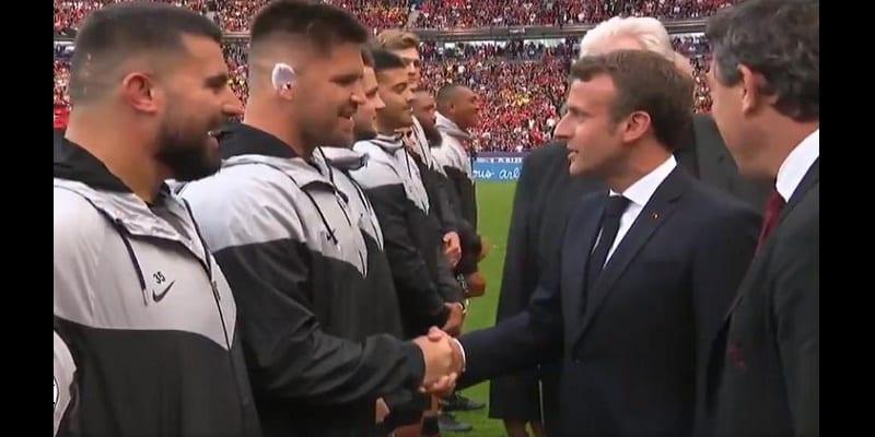 Photo de Un rugbyman sud-africain demande à Macron la nationalité française. Il lui répond (Vidéo)