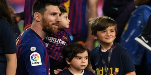 Photo de Lionel Messi révèle l'équipe rivale au Barça que son fils supporte