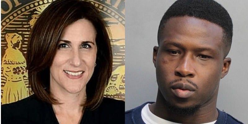 Photo de USA: Un accusé tente de jeter ses matières fécales sur une juge