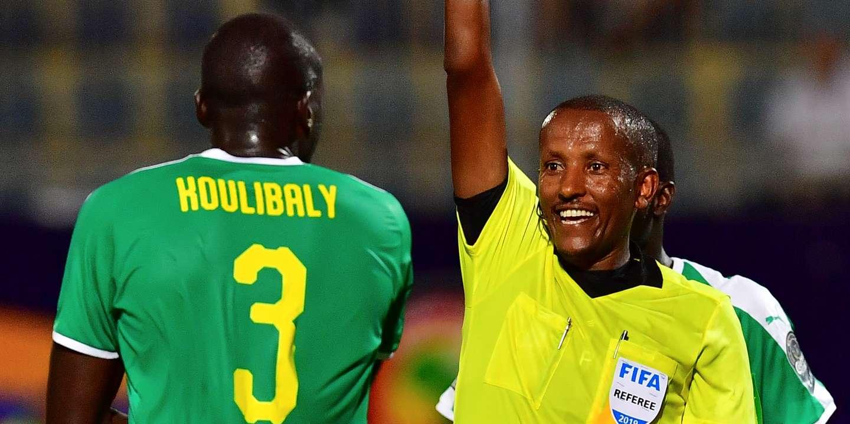 Photo de CAN 2019: Kalidou Koulibaly suspendu pour la finale. Sadio Mané réagit!