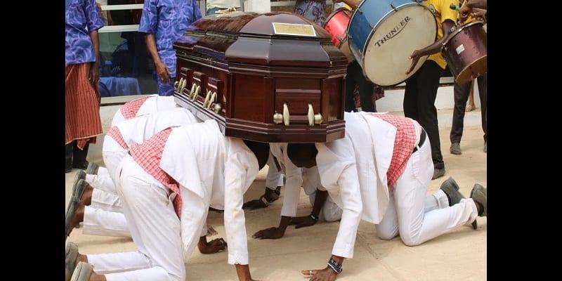 Photo de 5 choses étranges pratiquées en Afrique pour accompagner les morts à leur dernière demeure (vidéo)