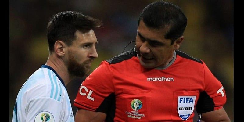Photo de Copa America/Brésil-Argentine: L'arbitre répond à Lionel Messi