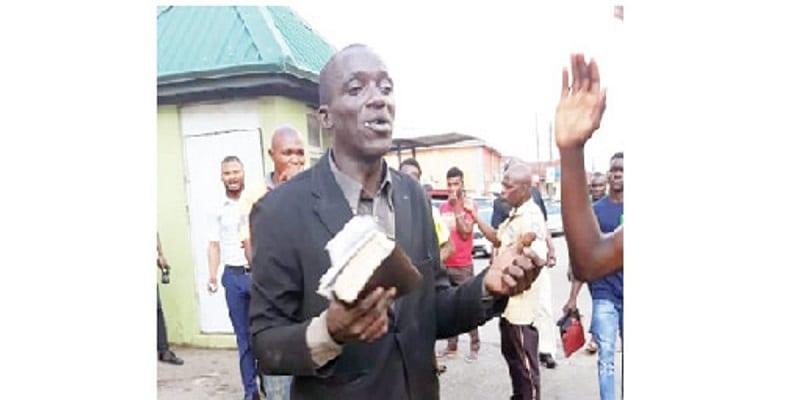 Photo de Nigeria: un évangéliste prêchant dans la rue battu pour avoir volé des téléphones