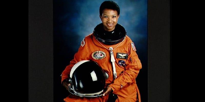 Photo de Mae Carol Jemison, première femme afro-américaine à aller dans l'espace