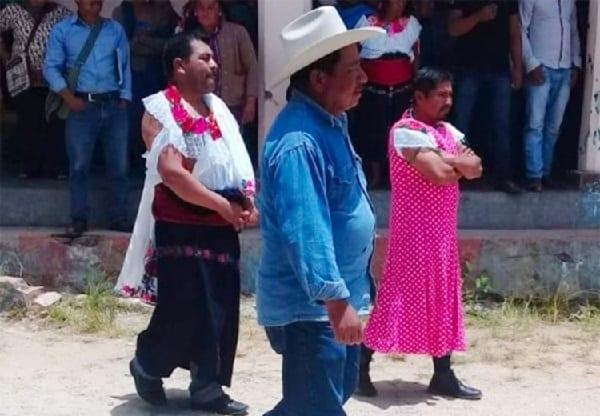 Photo de Mexique : un maire contraint de défiler en vêtements de femmes en guise de punition (vidéo)