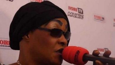 """Photo de Obsèques d'Arafat: Tina Glamour sort du silence sur les """"42 millions offerts par Eto'o"""""""
