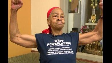 Photo de États-Unis : une vieille de 82 ans maîtrise un voleur de 29 ans et le remet à la police (vidéo)