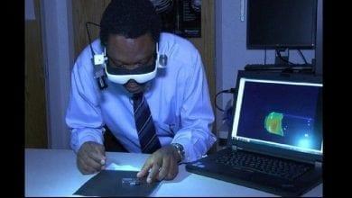 Photo de Un Nigérian invente une paire de lunettes pouvant repérer les cellules cancéreuses chez les humains