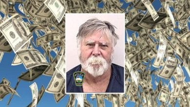 Photo de États-Unis : il braque une banque et jette les billets volés aux passants