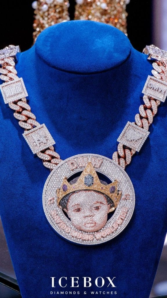 Davido débourse 410 000 dollars pour un collier en diamants pour son fils (photos)