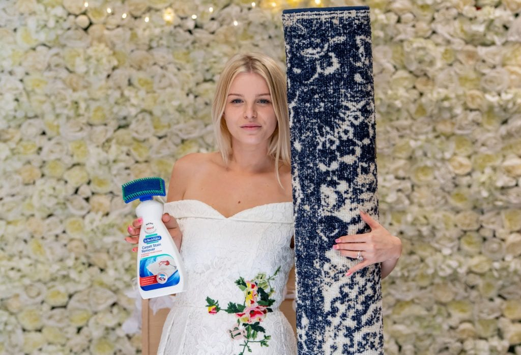 Royaume-Uni : une mère célibataire épouse son tapis (vidéo)