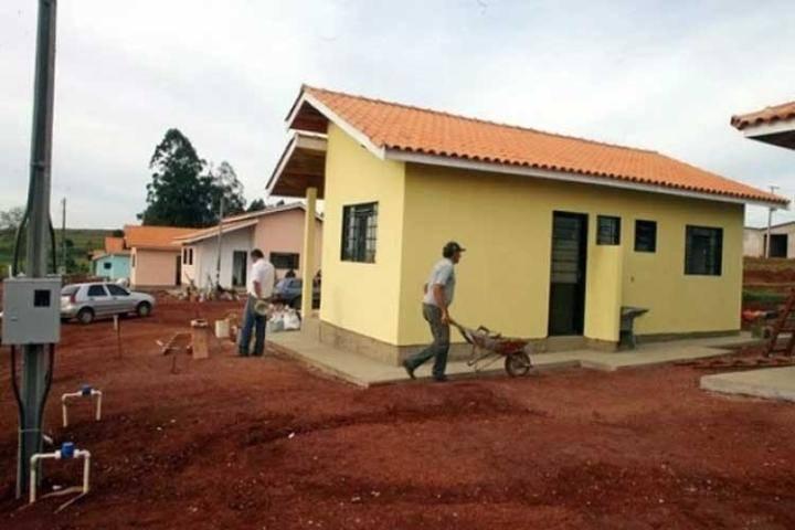 Brésil: une église utilise la dîme pour construire des maisons pour les pauvres