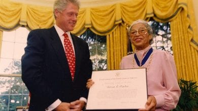 Photo de Rosa Parks: la femme noire qui s'est tenue debout en restant assise
