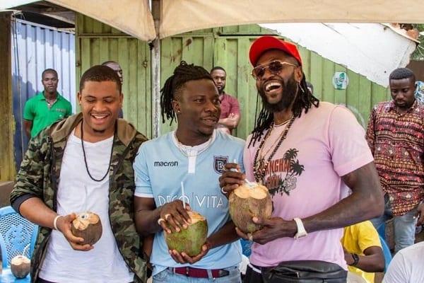 Ghana: Emmanuel Adebayor «change» la vie d'un vendeur de noix de coco